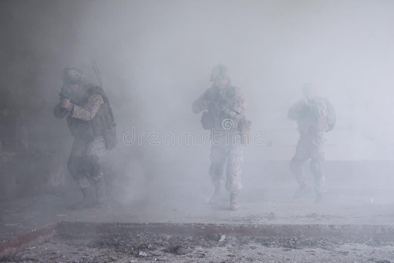 USA żołnierze piechoty morskiej w akci fotografia royalty free