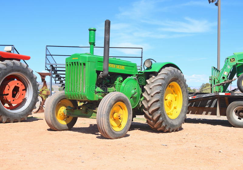 Antique John Deere Show Tractors : Usa antique tractor john deere model d editorial