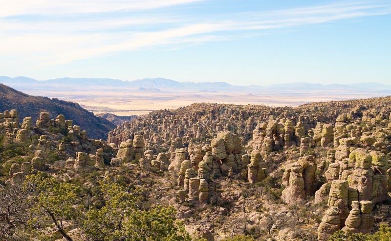 USA, AZ/Chiricahua: Landschaft mit stehenden Felsen lizenzfreie stockfotografie