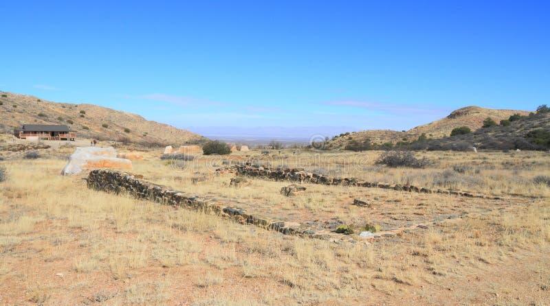 USA AZ: Gammalt västra - fördärvar av fortet Bowie/skola royaltyfri bild