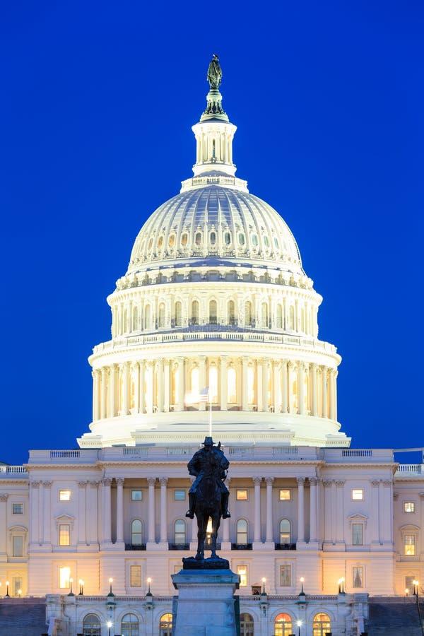 USA Capitol budynek przy półmrokiem, Waszyngton DC obraz stock
