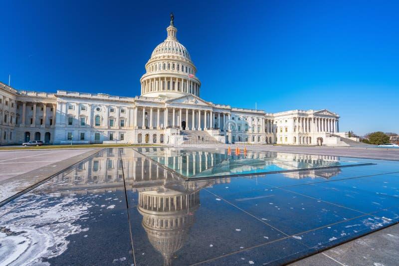USA Capitol przy zima słonecznym dniem zdjęcia stock