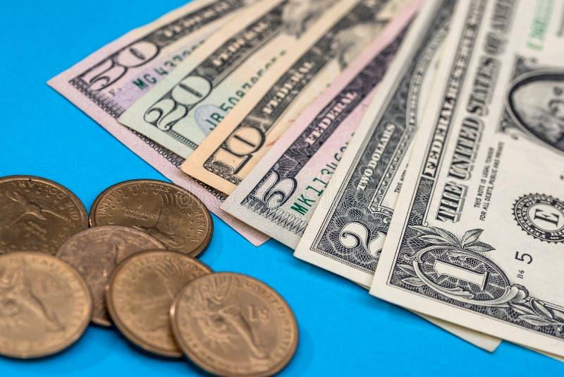 USA-dollarmynt och sedlar royaltyfria foton