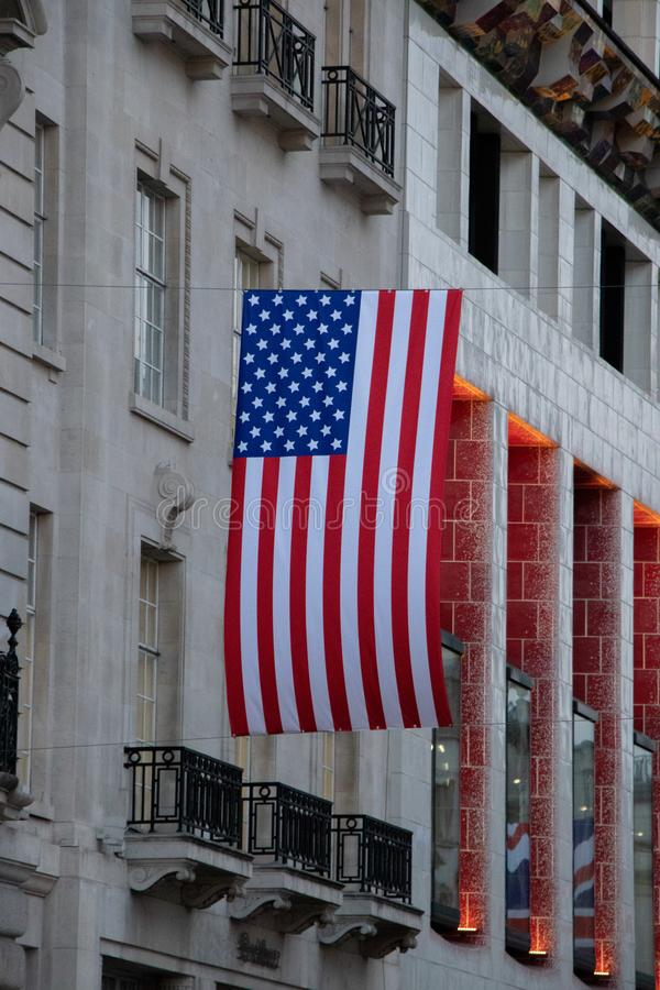 USA flaga w Londyn, Piccadilly Circus obraz stock