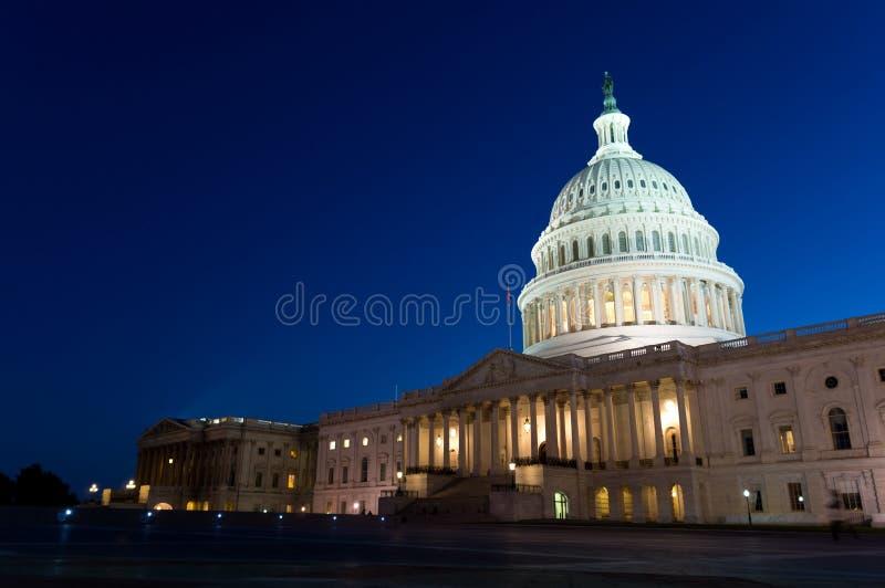 USA-Kapitoliumbyggnad på natten royaltyfri fotografi