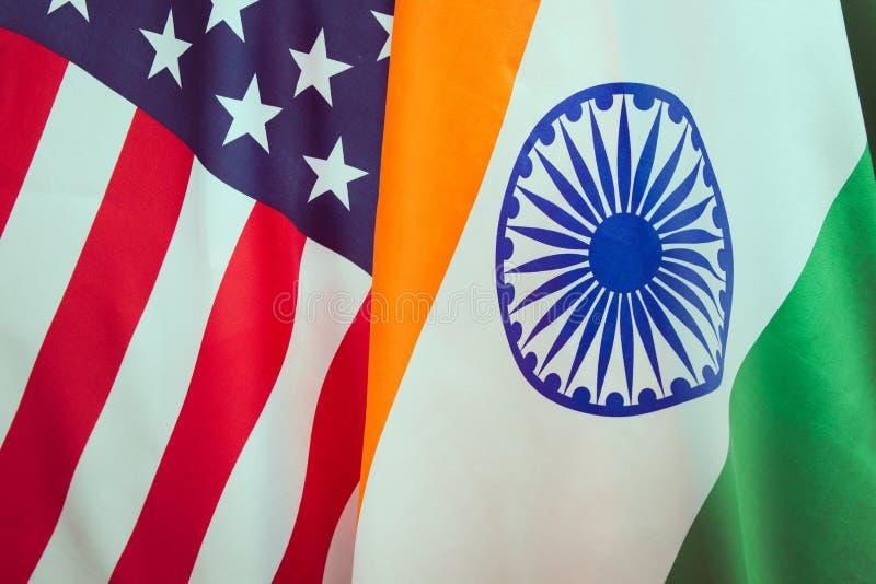USA kennzeichnen und die Flagge der Republik Indien Beziehungen zwischen den Ländern lizenzfreies stockbild