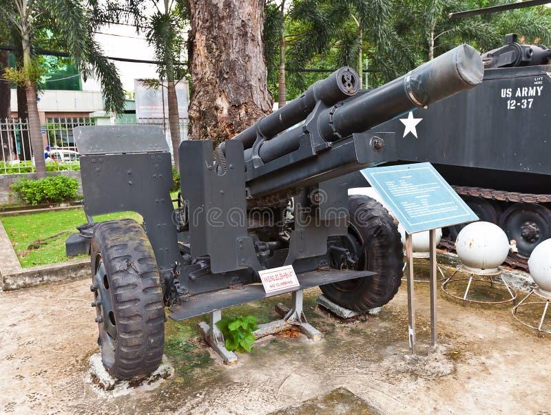 USA M101 granatnik. Wojenny szczątka muzeum, Ho Chi Minh zdjęcia stock