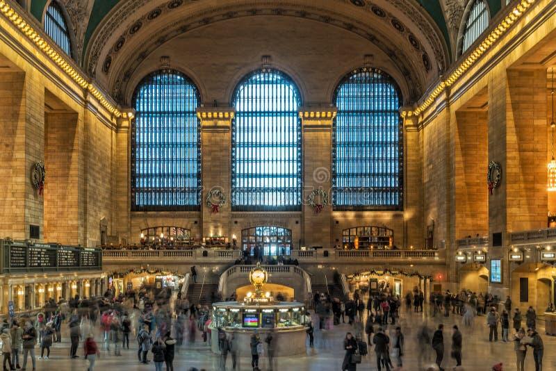 USA NEW YORK - 3. Januar 2018 - großartiger Hauptbahnhof mit dem Leutebewegen stockfoto