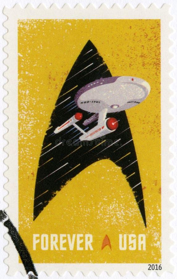 USA - 2016: pokazuje Starship przedsięwzięcia wśrodku konturu Starfleet insygnia fotografia royalty free
