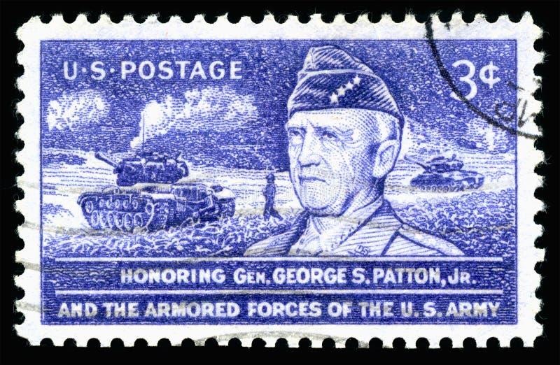 USA portostämpel som hedrar general George S Patton Jr och de bepansrade styrkorna av USA-armén arkivfoto