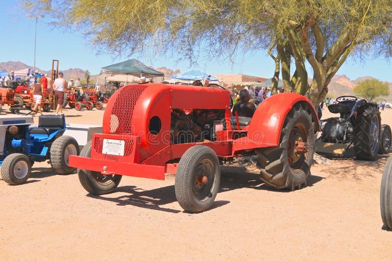 USA: Sällsynt traktor - fredag 1949/för modell 0-48 fruktträdgård royaltyfri foto