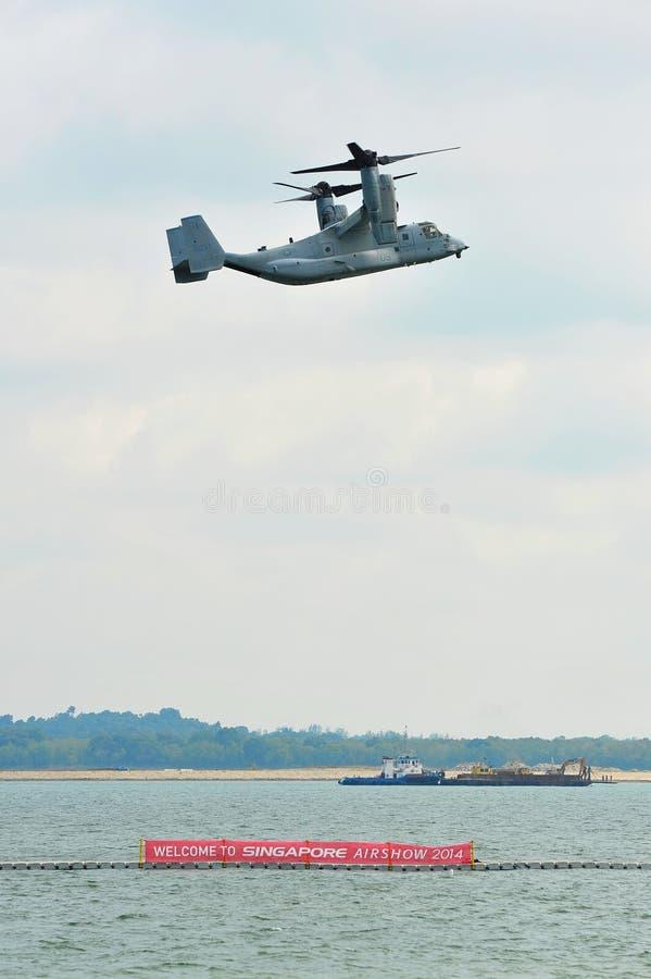 USA siły powietrzne Boeing MV-22 rybołowa plandeki rotoru samolotu spełniania Dzwonkowi aerobatics przy Singapur Airshow (USFA) fotografia royalty free