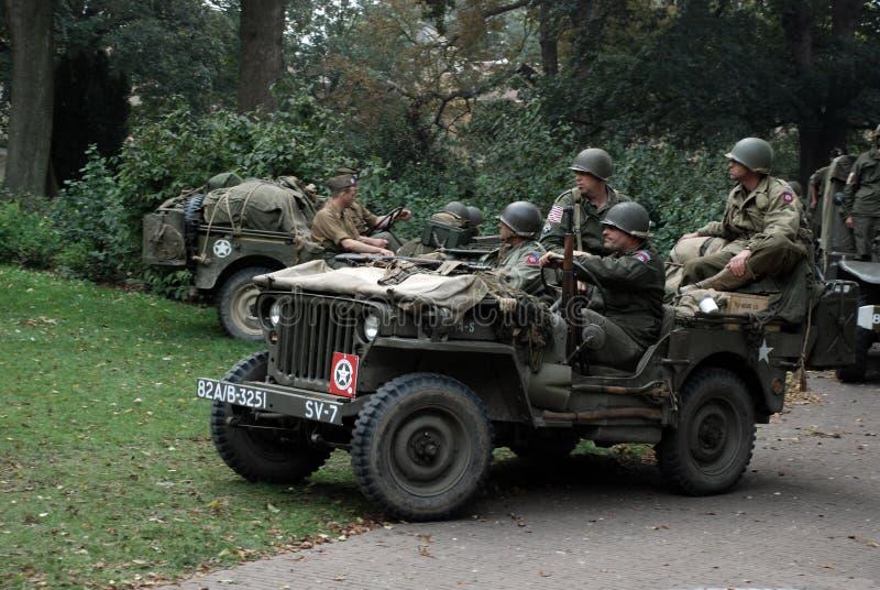 USA-soldater nära den Nijmegen bron arkivbild