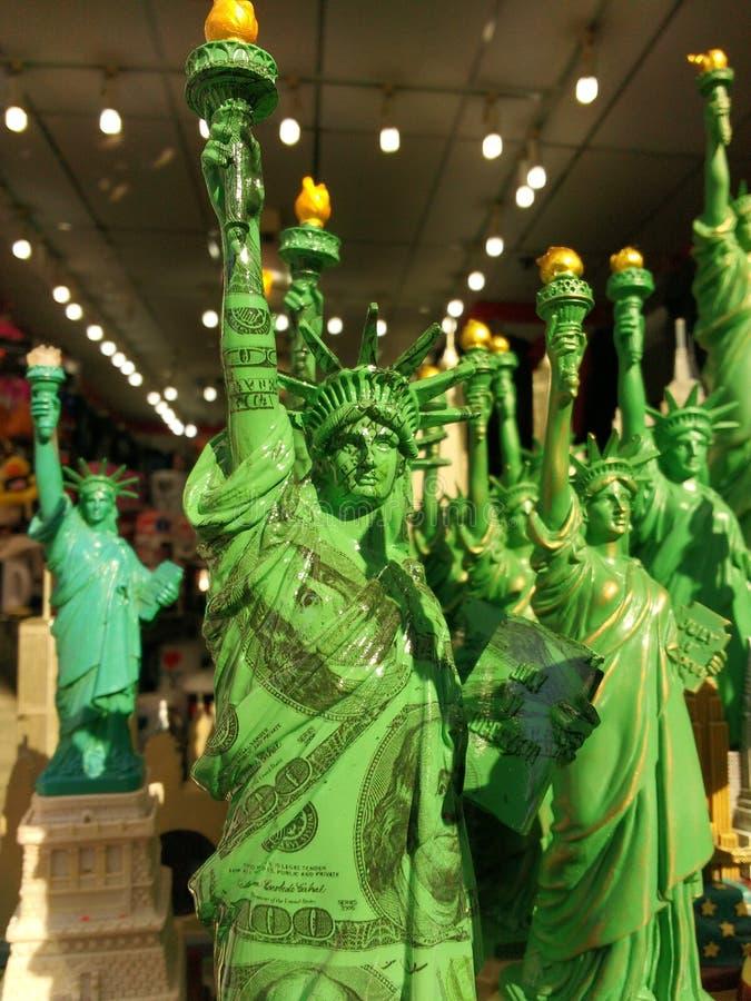 USA, statua wolności Zawijająca w pieniądze fotografia stock