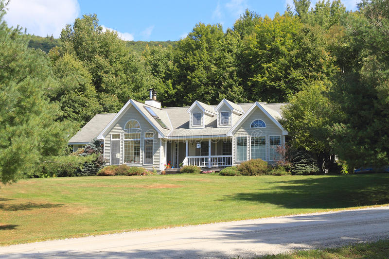 USA, Vermont: Architecture - New England Home. This house, nestled in the hills near Arlington shows some elements of Colonial Revival style: Facade symmetry stock images
