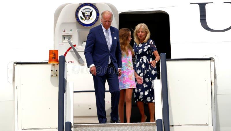 USA-vicepresidentet Joseph 'Joe' Biden ankommer i Belgrade fotografering för bildbyråer