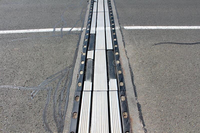 Usado altamente gastado metal e a conexão de borracha dos segmentos da ponte fotos de stock royalty free