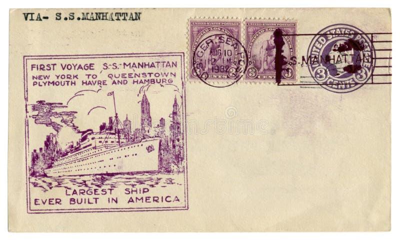 USAen - 10 Augusti 1932: Historiskt kuvert för USA: räkning med första resa S för kapsel S Manhattan och theeposta royaltyfria foton