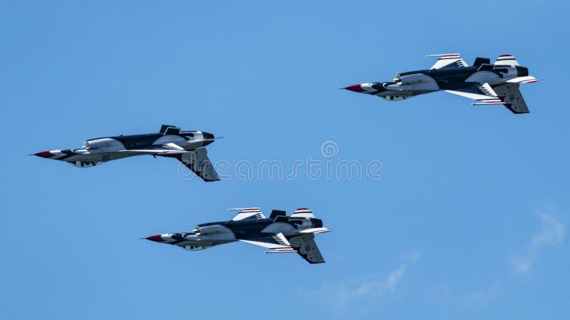 USAF thunderbirdów latać do góry nogami w diamentowej formacji fotografia stock