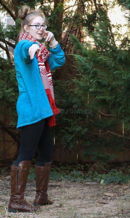 Usage de l'adolescence de Fille-hiver image stock