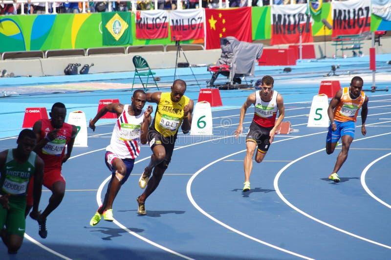 Usain Bolt que funciona con las Olimpiadas Rio2016 de los 200m imagenes de archivo