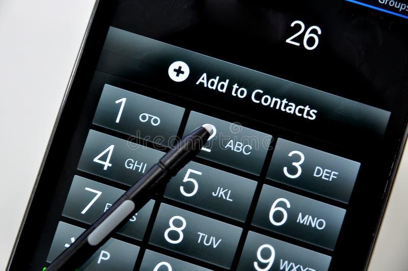 Usando el teléfono móvil fotografía de archivo