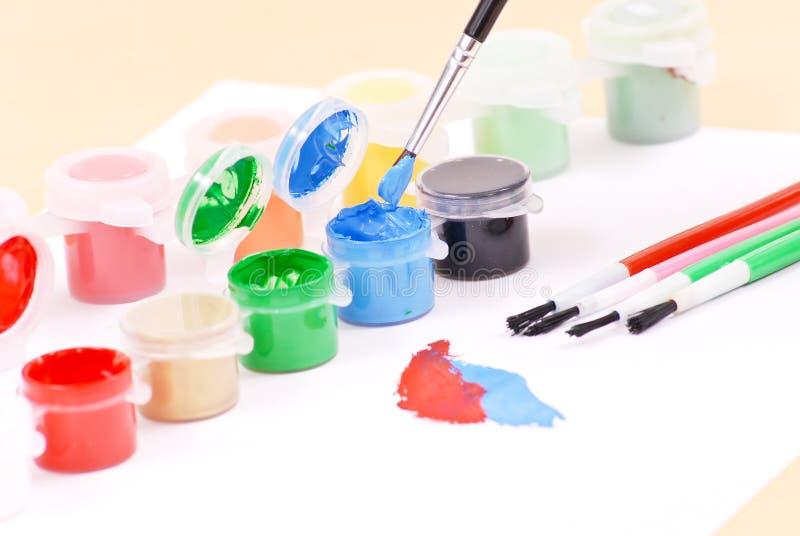 Usando a pintura fotografia de stock
