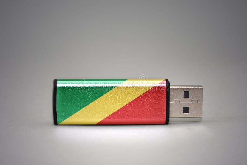 Usb与刚果共和国的国旗的闪光驱动灰色背景的 免版税库存图片
