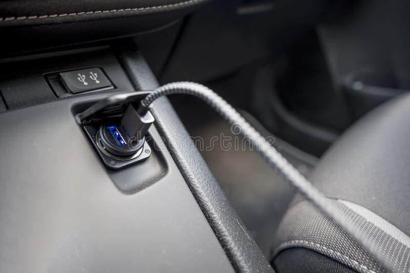 Usb缆车双充电香烟打火机插口 库存图片
