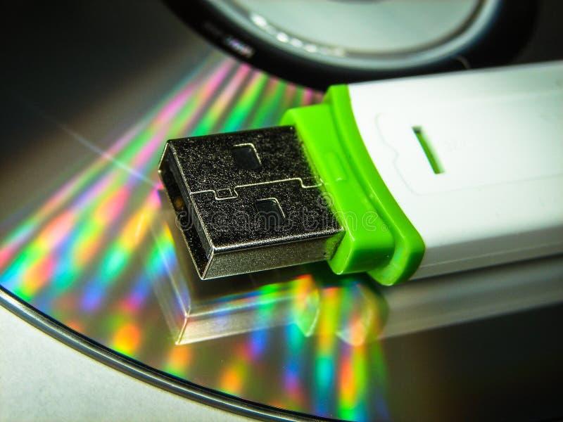 USB闪光驱动和CD 图库摄影