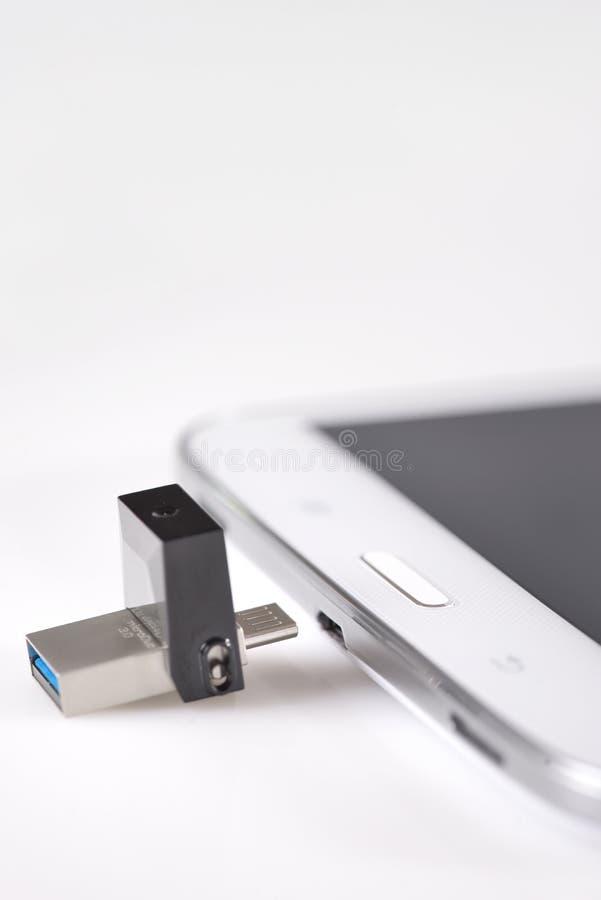 USB闪光驱动3 0和片剂计算机 库存图片