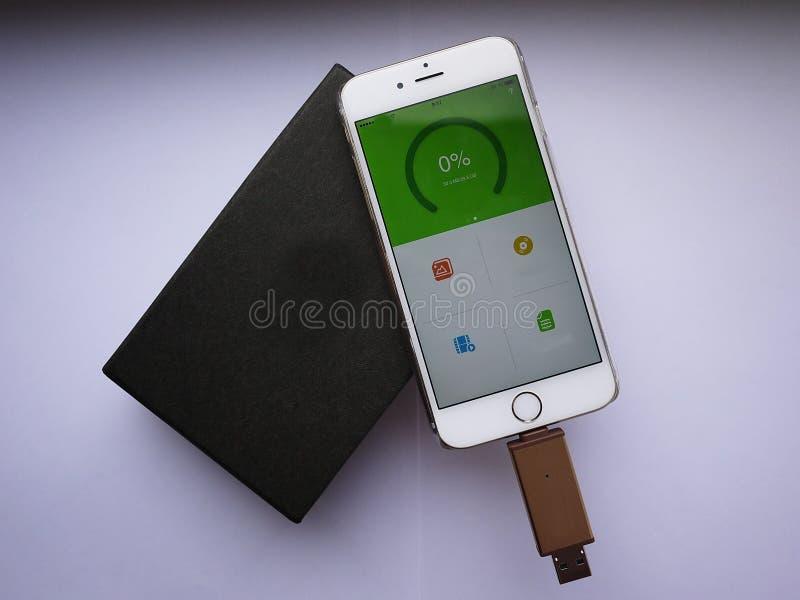 USB błysku przejażdżka przechować twój multimedii kartoteki i dane zdjęcie royalty free