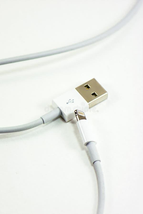 USB kabla ładowarka na białym tle obraz royalty free
