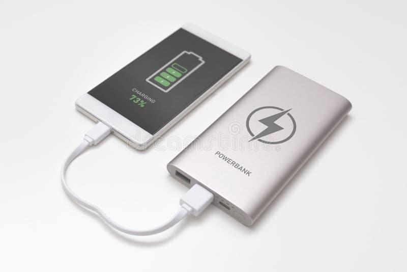 USB-lader die in aan smartphone wordt gestopt royalty-vrije stock foto