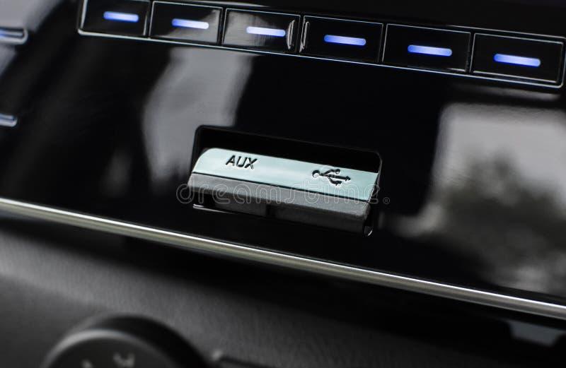 USB och hjälpportar för förbindande multimediaspelare royaltyfri fotografi