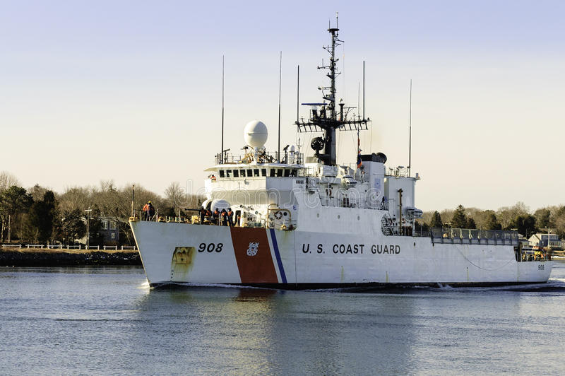 USCGC Tahoma no canal de Cape Cod fotos de stock royalty free