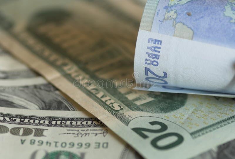 Usd y notas de los euros imagen de archivo
