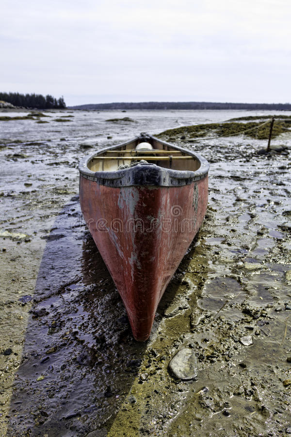 Free Used Canoe At Low Tide Royalty Free Stock Images - 31933989