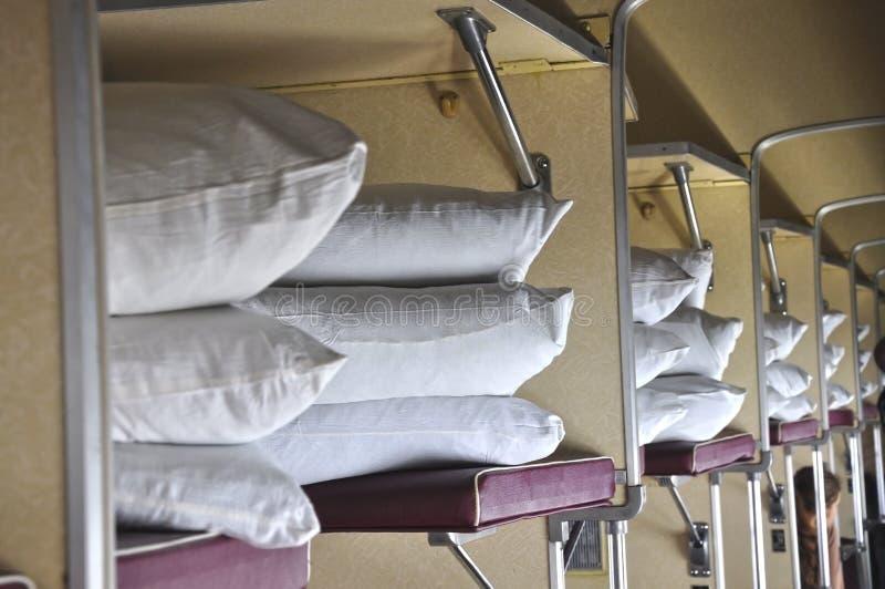Ushions de ¡ de Ð dans le train russe image stock