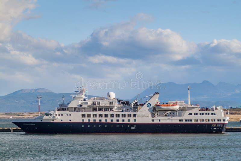 USHUAIA, ARGENTINA - 8 DE MARÇO DE 2015: As expedições de Silversea enviam em um porto de Ushuaia, ilha de Tierra del Fuego, Arge foto de stock