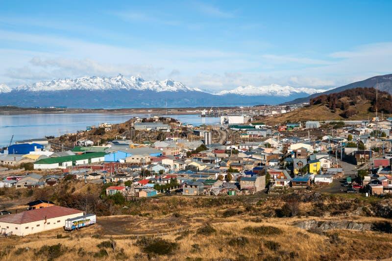 Ushuaia Casas coloridas en la ciudad patagona, la Argentina imagen de archivo libre de regalías