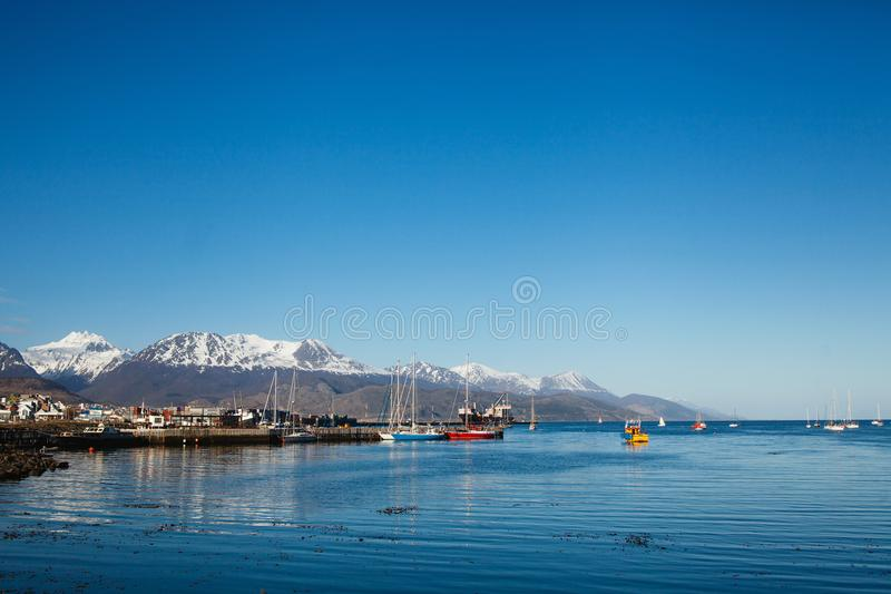 Ushuaia huvudstad av det Tierra del Fuego Argentina landskapet royaltyfri fotografi
