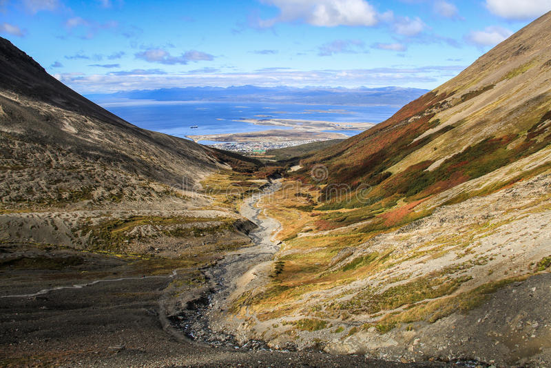 Ushuaiabaai, Mening van Krijgsgletsjersleep, Tierra del Fuego, Argentinië stock foto's