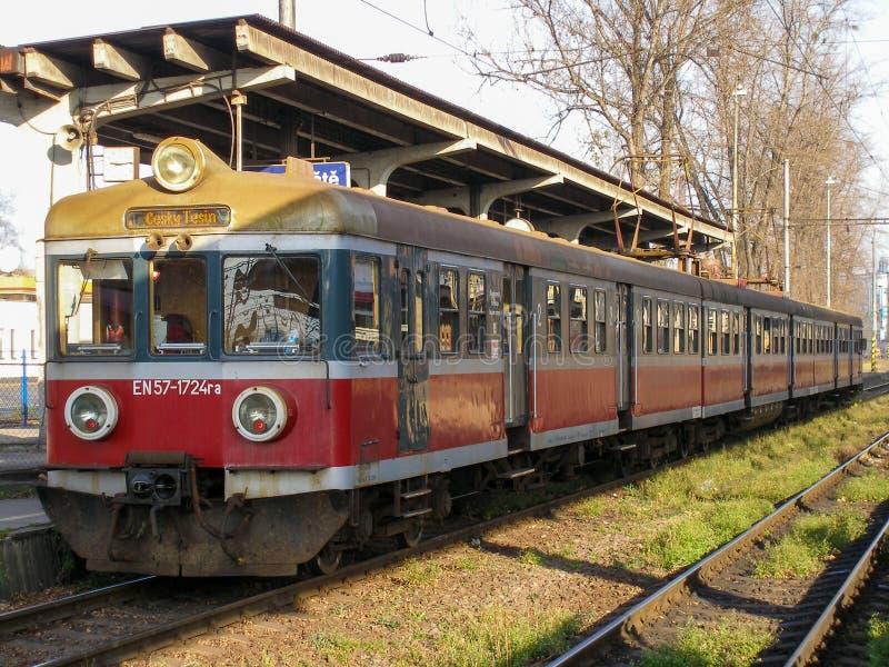 Usine électrique multiple En57 exploitée par Przewozy Regionalne à la station Cesky Tesin en Tchéquie photo stock