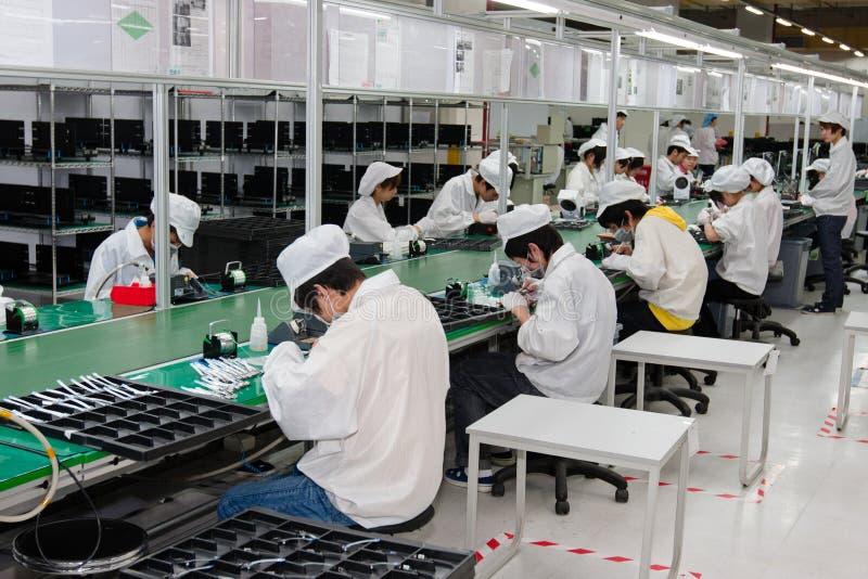 Usine chinoise produisant des ordinateurs portables image libre de droits