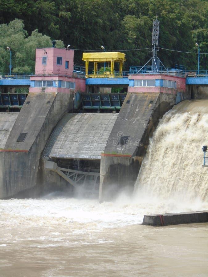 Usine d'énergie hydraulique images libres de droits