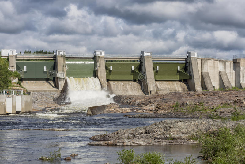 Usine d'hydroélectricité dans Stornorrfors, Suède photos stock