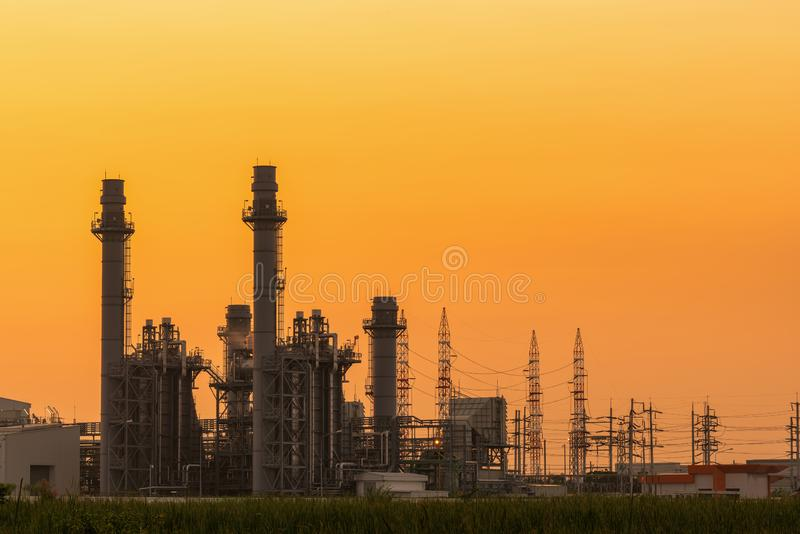 Usine de courant électrique de turbine à gaz dans le site industriel photo stock