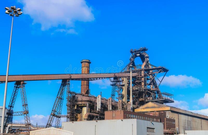 Usine de haut fourneau dans l'industrie sidérurgique photos stock