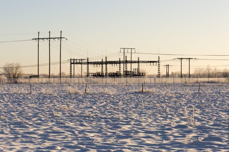 Usine de l'électricité en hiver photo stock
